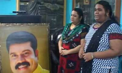 latest-news-kalabhavan-manis-wife-and-daughter-stranded-in-sun-shade-during-kerala-floods