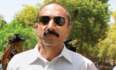 india-ex-ips-sanjiv-bhatt-detained-in-22-yr-old-case