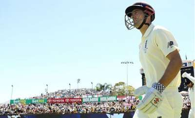 sports-alastair-cook-receives-guard-of-honour-from-india-in-final-test