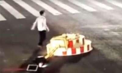latest-news-youth-destroy-traffic-signal
