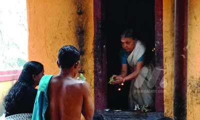 latest-news-saraswathi-antharganam-a-lady-priest-in-vazhakkulam-temple