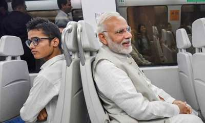 latest-news-modi-travels-in-metro-train