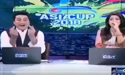 latest-news-pakistani-news-anchor-caught-off-guard-captured-on-camera-showing-middle-finger
