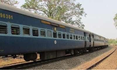 latest-news-misbehaver-against-women-in-train