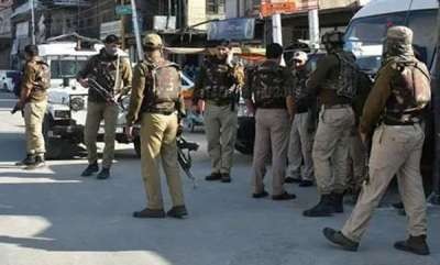 latest-news-40-kashmir-cops-quit-in-4-days-amid-hizbuls-resign-or-die-threat