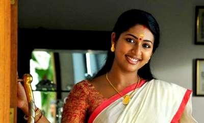 latest-news-navya-nair-in-sabarimala-women-entry