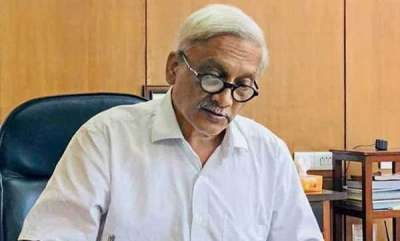 latest-news-manohar-parrikar-clearing-files-from-hospital