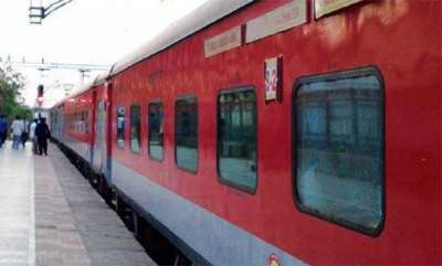 latest-news-passengers-steal-bedsheet-towel-from-train