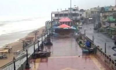 latest-news-cyclone-titli-hits-odisha