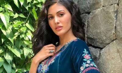 latest-news-amyra-dastur-reveals-an-actor-squeezed-up-against-her