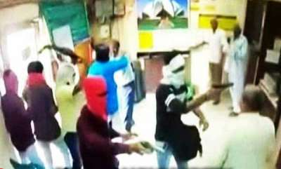 latest-news-six-armed-men-attacked-and-looted-delhi-bank