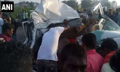 latest-news-9-members-of-family-dead-after-car-rams-truck-in-chhattisgarh