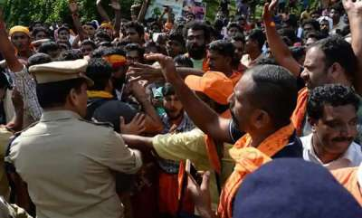 latest-news-mob-attacks-journalists-in-nilkkal