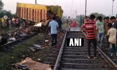 india-truck-hits-trivandrum-rajdhani-two-coaches-derail-one-dead