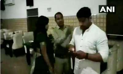 latest-news-bjp-councillor-manish-thrashes-a-sub-inspector