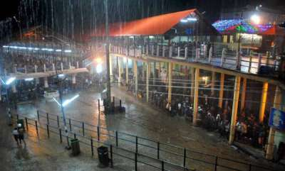 latest-news-heavy-rain-in-sabarimala-manju-dont-visit-today