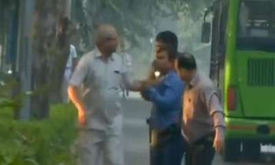 latest-news-four-people-arrested-from-the-outside-the-residence-of-alokverma