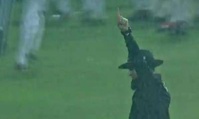 sports-umpire-aleem-dars-unique-act-impresses-cricketing-world