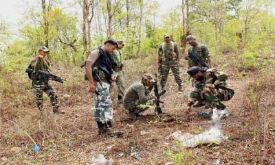 india-two-policemen-dd-cameraman-killed-in-naxal-attack-in-chhattisgarh