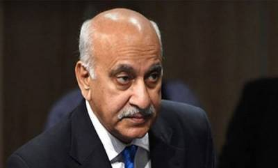 india-us-based-journalist-says-she-was-raped-by-m-j-akbar-23-yrs-ago-in-india