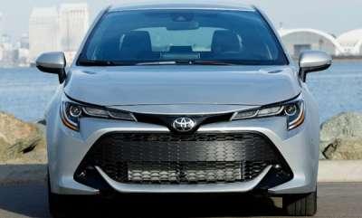 auto-toyota-corolla-sedan