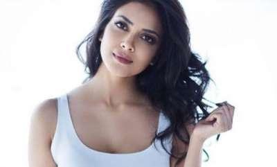 latest-news-actress-malavika-mohan-about-chappal-marungi-campaign