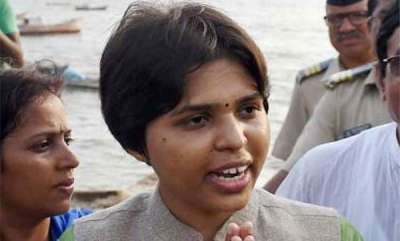 latest-news-trupti-desai-didnt-got-taxi-from-airport