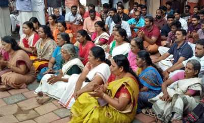 latest-news-sabarimala-row-hindu-aikyavedi-protest-in-ranny-police-station