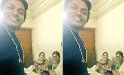 latest-news-rahul-ishwar-takes-selfie-with-kpsasikala-from-police-station