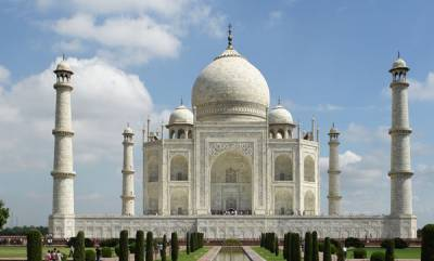 india-bajrang-dal-allegedly-performs-pooja-in-taj-mahal-to-protest-namaz