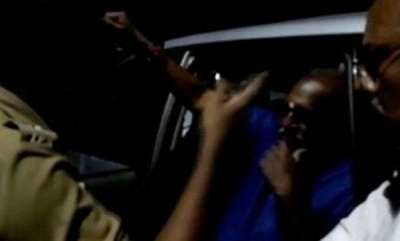 kerala-cops-block-union-ministers-vehicle-convoy-gives-check-report