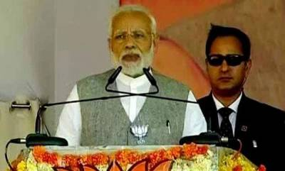 india-pm-attacks-cong-for-comparing-sliding-rupee-with-his-mother