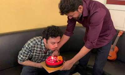 latest-news-vijay-came-to-home-to-wish-his-fans-birthday