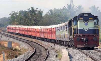 latest-news-mother-ran-on-railway-track-for-searching-daughter