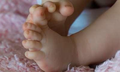 latest-news-jharkhand-couple-abandons-their-newborn-son