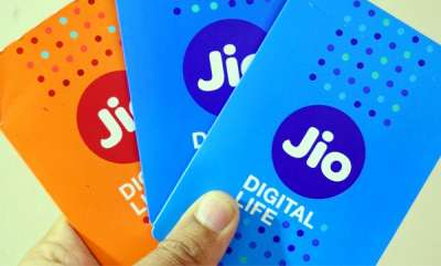 tech-news-reliance-wants-to-launch-jio-branded-smartphones-with-big-screen