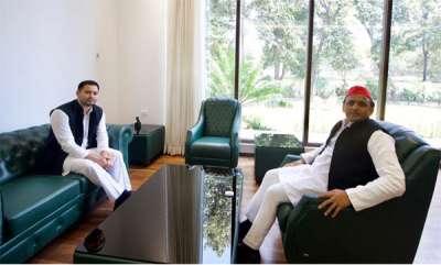 latest-news-tejashwi-yadav-meets-akhilesh-yadav-extends-his-partys-support