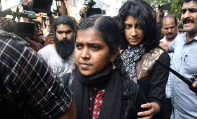 latest-news-two-young-women-trying-to-enter-sabrimala-blocked-by-devotees