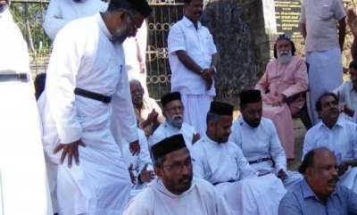 kerala-15-injured-in-orthodox-jacobite-clash-at-mannamangalam-church