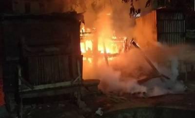 india-fire-in-delhi-slum-burns-250-huts-rescue-operations-underway
