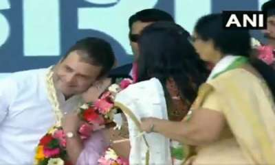 latest-news-woman-congress-worker-kisses-rahul-gandhi-on-stage-in-gujarat