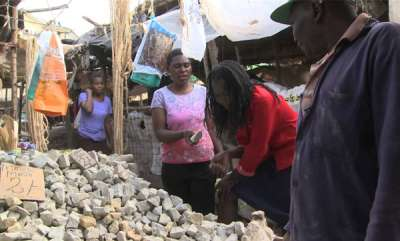 latest-news-kenyan-pregnant-ladies-eats-stone