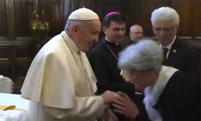 latest-news-pope-francis-rebuffs-worshippers-trying-to-kiss-his-ring
