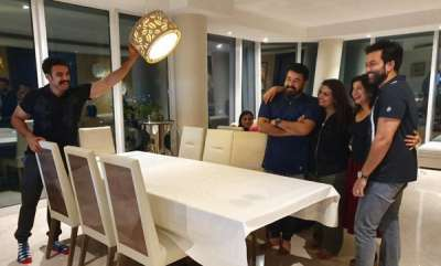 chit-chat-tovino-make-lighting-for-a-photo