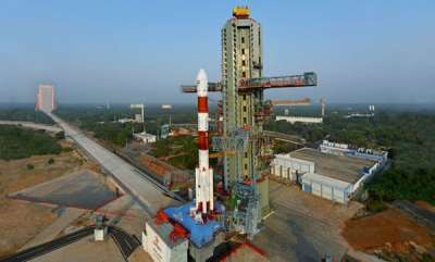 india-pslc-c45-carrying-indias-emisat-and-28-foreign-satellites-lifts-off