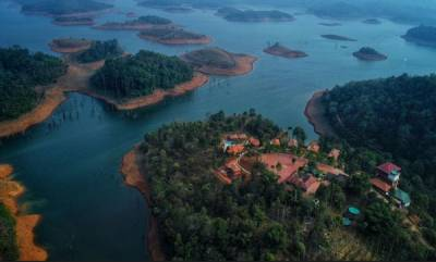 business-contour-island-resort-wayanad
