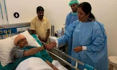 latest-news-defence-minister-nirmala-sitharaman-on-tuesday-visited-shashi-tharoor