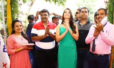 business-kgf-actress-srinidhi-shetty-relaunches-max-store-at-jayanaga