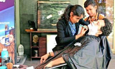 latest-news-sachin-tweets-about-two-barber-girls