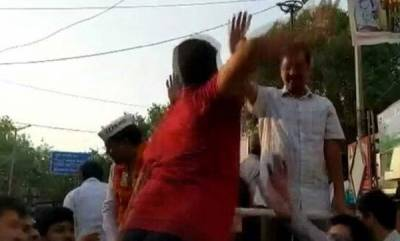 latest-news-chief-minister-arvind-kejriwal-slapped-during-roadshow-in-delhi